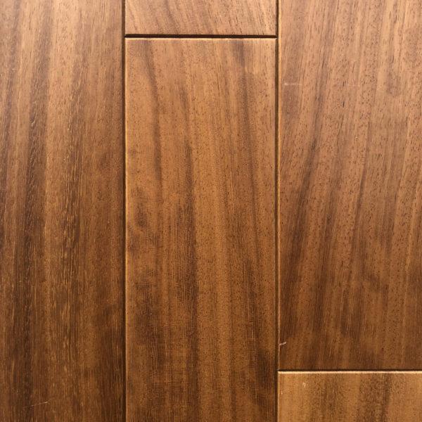 Iroko - exotické masivní dřevo.