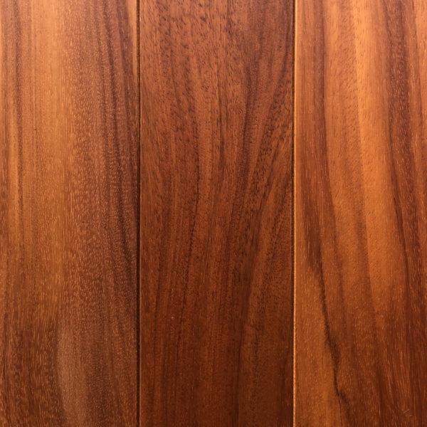 Doussie - exotické masivní dřevo.